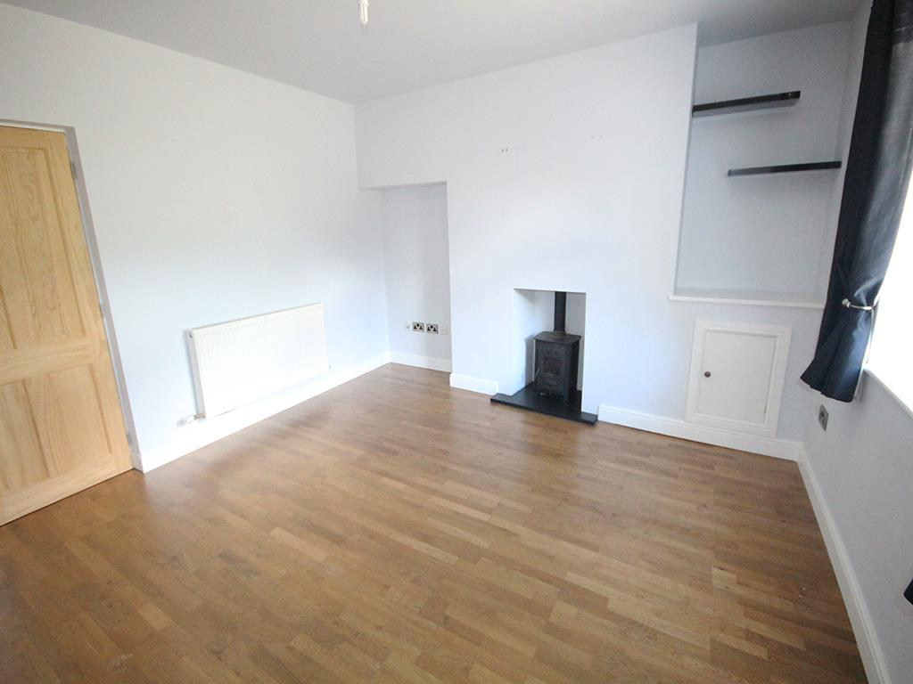 3 bedroom mid terrace house To Let in Winewall - Property photograph